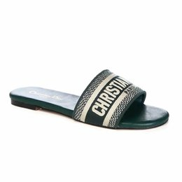 Canada Avec boîte! Chaussons pour femmes de grande qualité, sandales plates, chaussures de designer, chaussures de basket coulissantes pour chaussures de sport, tongs par shoe05 125 Offre