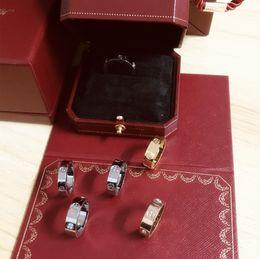 juego de oro tronos joyas Rebajas Love Rings screw titanium steel Anillos de diamantes La moda europea y americana se refiere a las parejas de anillos de oro rosa con una caja original de regalo.