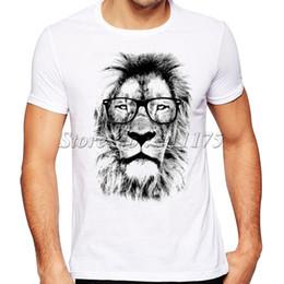 2019 новинка король лев носить очки футболка с принтом мужская летняя прохладный дизайн топы смешные обычай битник тис Y19050701 cheap lion t shirt designs от Поставщики платья львов