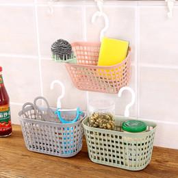 cestini appendiabiti Sconti 1 pz cesto appeso in plastica con gancio girevole cucina cremagliera doccia a parete cestino di immagazzinaggio per l'home organizzatore di articoli vari
