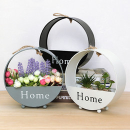 Ferro europeu on-line-European Creative Flower Basket Iron Round Wall Hanging Wall Simple Living Room Decoration Storage Box Home Plant Basket HHA686