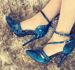 Cinturino in tacco blu royal online-Summer Women Royal Blue Straps Designer Tacchi alti Scarpe Sandali in pitone Casual Gladiatori Luxury Quality Dames Size 42