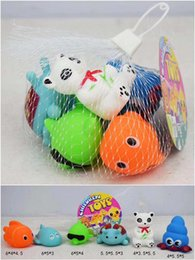 6 pezzi / borsa baby shower mini giocattolo piccolo animale casuale pizzico BB suono giocattoli di plastica del bagno del bambino del PVC da