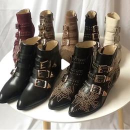 botas de tornozelo de fivela studded Desconto Susanna de luxo Cravejado Ankle Boots Fivela para as mulheres Martin bota de inverno Botas de couro Genuíno de Camurça designer Chunky Heel botas de combate