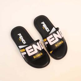 Pantofole di qualità online-Sandali ragazzo nero sandali moda lettera design per bambino in gomma suola estate pantofole pantofole sandali di alta qualità Eu 26-35