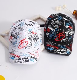 Koreanischen paar hut online-Justierbare Graffiti-Baseballmütze-Buchstaben stickten koreanische Harajuku-Männer und Frauen-Paar-Reise-verbogene Hut-Kappe Neu