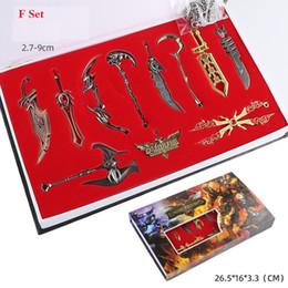 2020 boîte à arme 4 Styles League of Legends LOL 9-11 Boxed de Pieces Edition Collector LOL Personnages Armes modèles Keychain Toy Pendentif L618 boîte à arme pas cher