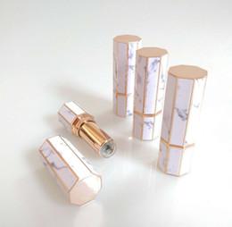 2019 cajas de lápiz labial negro al por mayor Tubos de barra de labios de mármol Octangle Tubo de brillo de labios vacío Barra de labios Labios de plástico Botellas de cosméticos de viaje Envases de botellas GGA2355