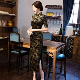 2019 colar qipao Chinês Tradicional Vestidos de Veludo Longo Flor Mulheres Qipao Vintage Handmade Botão Mandarim Gola Meia Manga Cheongsam M-4XL colar qipao barato