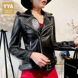 Nuevo estilo remache motocicleta biker chaqueta mujer cuero genuino suave piel de oveja abrigos de cuero real ropa de otoño señoras streetwear desde fabricantes
