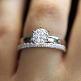 0df0d5f707660 14 K Ouro Branco 1.3ctw DF Rodada Moissanite Anel de Noivado Definir Banda  de laboratório Diamante Solitário de Casamento para As Mulheres (2 Peças  anel) ...