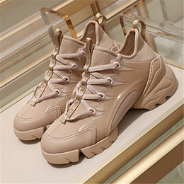 2020 chaussures larges dames Nouvelle marque de mode Femmes Printemps Automne en cuir véritable Transparent Creepers Chaussures larges-Tit Ladies Fitness Plate-forme Formateurs Chaussures de sport