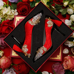 2019 bolso de los zapatos de la boda del rhinestone del oro Zapatos de novia de encaje rojo de moda para mujer con diamantes de imitación y decoración de borla a medida zapatos de boda para mujeres