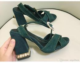 Sandalia de tacón azul marino online-Nueva moda de verano perlas de tacón grueso sandalias de las mujeres vestido de tacón alto correa cruzada sandalias del banquete de boda zapatos de señora rosa azul marino