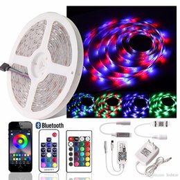 luces de neón blancas rollo Rebajas 2835 RGB Tira llevada Cinta impermeable Neón Flexible Tira de luz LED RGB Cinta + 12V Adaptador de corriente + Wifi / RF 17 Tecla / Control remoto Bluetooth