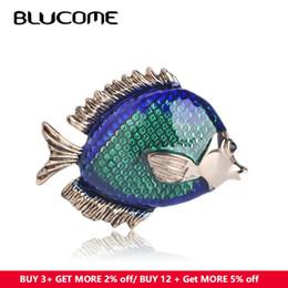 2019 blaue schals kaninchen ashion Schmuck Broschen Blues Mode Seefisch Form Brosche Grüner Emaille Gold Farbe Broschen Pins Frauen Schmuck Schal Kleidung Kaninchen ... rabatt blaue schals kaninchen