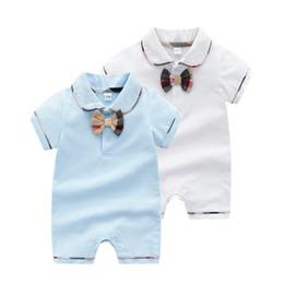 Pajarita para bebe online-Bebé mameluco infantil para niños solapa a cuadros Pajarita de manga corta monos diseñador niños ropa Verano recién nacido bowknot Romper