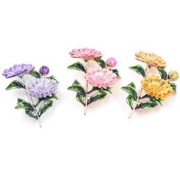 3 colores lindo margarita sol flor broche de esmalte broche crisantemo metal para las mujeres moda ramo ropa ramillete pins joyería desde fabricantes