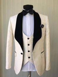 Piece wedding dress en Ligne-Populaire Champagne Jacquar Hommes Tuxedos De Mariage Velours Châle Lapel Groom Tuxedos Hommes Dîner / Robe Darty Costume 3 Pièce