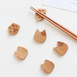 Stoviglie cinesi online-Gatto artiglio bacchette di legno titolare del fumetto carino gatto bacchette decorative cinese bacchette titolare stoviglie utensili da cucina HHA580