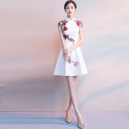 Robes de soirée blanches chinoises en Ligne-Robe élégante de mariage Pi pao court Cheongsam robe Mini Qipao chinois Oriental Blanc Soirée Femmes Hot