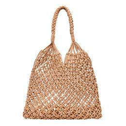 Bolso hueco online-Bolso tejido de malla de playa de la manera que teje la hebilla del lazo que retiene los bolsos huecos de la paja bolso de hombro neto no alineado 4 colores C6852