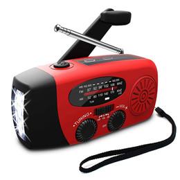 manivelas de potência Desconto Rádio portátil do tempo da manivela solar manual da emergência para exterior com o carregador do USB do banco do poder da lanterna elétrica do diodo emissor de luz / FM e alarme do SOS