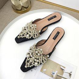 Pantofole da donna marca 2019 Pantofola da casa Slip On Mule Scarpe casual da donna piatte in pizzo con perle di cristallo Pantofola da esterno cheap khaki lace da pizzo khaki fornitori