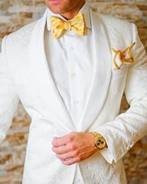 dunkelgrünes samtgewebe Rabatt 2019 Neue Mode Hochzeit / Abschlussball / Abendessen Best Man Blazer (Jacke + Hose + Krawatte) Feine Prägung Groomsmen Schal Revers Bräutigam Smoking Männer Anzüge