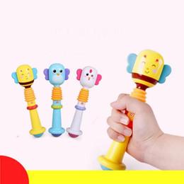 2019 tambores de brinquedo chineses Brinquedos Do Bebê Chocalho Sinos De Mão Animal Brinquedo Do Bebê de Alta Qualidade Newbron Presente Animal Estilo Engraçado Educacional Mobiles Brinquedos de Presente de Aniversário