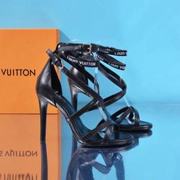 Nouveaux designers femmes talons hauts mode de la fête rivets filles sexy chaussures pointues Chaussures de danse chaussures de mariage chaussures à double bride ? partir de fabricateur