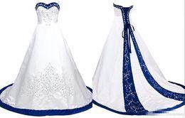 Vestito da cerimonia nuziale indietro illusione raso online-Royal Blue And White Wedding Dress Ricamo Princess Satin Una linea Lace up Back Court Train Paillettes in rilievo lungo abiti da sposa economici