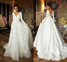 Berta 2019 vestidos de manga larga de una línea de la playa de Bohemia boda de la vendimia con cuello en V y espalda abierta más el tamaño de vestido de novia de Boho BC2474 desde fabricantes