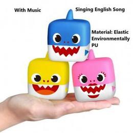 artigos de borracha Desconto Música Tubarão Bebê Cubo 3 Cores Bonitos Animal de Borracha Macia Cantando Canções Inglesas Bonecas Novidade Itens OOA6287