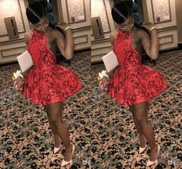 ede16619f4f2 Sexy ragazze nere economici abiti da cocktail corto pizzo applique halter  collo sopra la lunghezza del ginocchio abiti da festa abiti da festa di  ritorno a ...