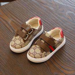 9c9234582 Criança outono New Male girl sneakers versão Coreana Lazer GC Menino  correndo sapatos de Baixa ajuda Escalada fundo Macio calçados esportivos  desconto tenis ...