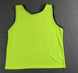 camisas de futebol verde em branco Desconto em branco 10pcs / lot de Homens Grupo de futebol contra babadores luz verde jerseys de treinamento de futebol dos homens do grupo camisas de futebol esportes contra malha colete