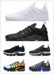 ba4547ec150 Hot 2019 TN Plus tênis para mulheres dos homens tênis PURO triplo preto  branco fresco lobo cinza mens formadores sapato esportivo de design  desconto ...