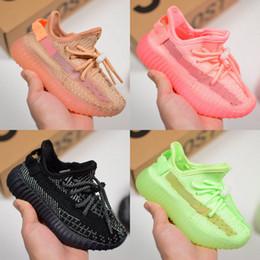 2019 scarpe da corsa carino Cute Baby Kids Shoes Glow In The Dark Scarpe da corsa Static Sport Kanye West Sneakers Clay Designer Athletic Trainer con scatola scarpe da corsa carino economici