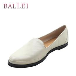 BALLEI Женщина Высокого Качества Ручной Работы Натуральная Кожа Ретро Круглый Носок Мягкие Туфли на Низком Каблуке Белый Элегантный Повседневная леди Loafer P5 от