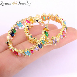 bunten cz ohrring Rabatt 5 Paare, 32mm, neue bunte Regenbogen-Kristall-CZ-Band-Ohrringe für Frauen arbeiten Goldfarben-großen Kreis-Ohrring-Schmucksachen um