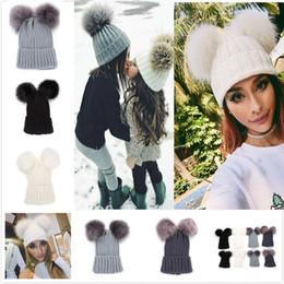 Çift Kürk Topu Pop Kış Beanie Şapka anne Ve Bebek Aile Yenidoğan Çocuk Bebek Tığ FA2288 Caps Outfits Eşleştirme ile Örgü Sıcak Şapkalar nereden