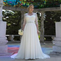2019 robes de mariée plumes sans bretelles 2019 Robes de mariée mousseline a la plage avec cristal Robe de mariée de Noiva avec manches demi
