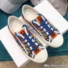 2019 le scarpe di fondo corrispondenti 19new scarpe da donna piatte scarpe casual da donna modello stampato fondo piatto abbinato al colore graffiti in esecuzione fitness jogging lace-up shoe le scarpe di fondo corrispondenti economici