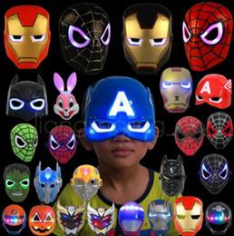 Giocattoli del partito di spiderman online-Maschera luminosa a LED luminosa Spiderman Captain America Hero Figura Maschera per feste Costume cosplay di Halloween Accessorio Giocattoli per bambini a 9 colori