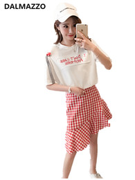 Толстые юбки онлайн-2019 Summer Fat Womans Suits Fashion Cut Plu Size Suits Printed Letters Hole T-Shirt Tops + Plaid Mermaid Skirt 2 pieces Sets