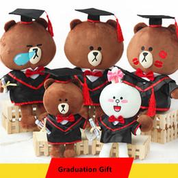 2019 brinquedo graduação urso 13 Estilos Urso Marrom Boneca em Cap Black Teddy Bear Brinquedos de Pelúcia em Vestido de Doutor Coelho Cony Bonecas para Estudantes de Presente de Formatura desconto brinquedo graduação urso