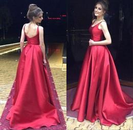 f5336b619e6f 2019 vestito rosso rosso sexy scoop Elegante abiti da sera rossi brillanti  Scoop A Line Backless