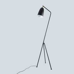 Candeeiros de pé para leitura on-line-Moderno e minimalista industrial lâmpada de assoalho lâmpadas de pé para sala de estar iluminação de leitura triângulo de ferro lâmpada de assoalho LED e27