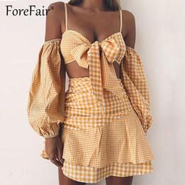 Cravate plaid jaune en Ligne-Forfait jaune plaid 2 pièces ensembles femmes Sexy épaule à manches longues Tie Bow Bow Camis Crop Top Ruffles jupe courte Costumes Y19051501